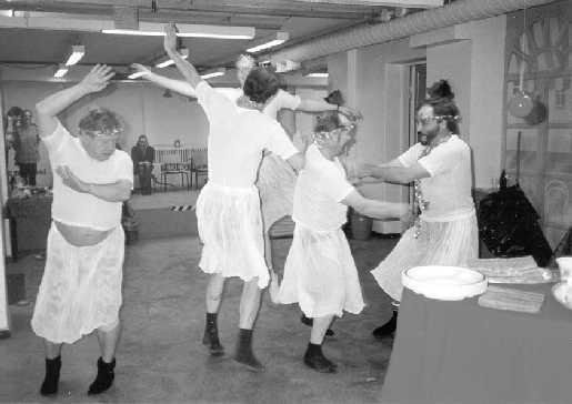 hallitseva hieronta pyöreä tanssi sisään helsinki